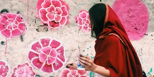 Fearless Collective founder Shilo Shiv Suleman, from India, works with local residents to paint a mural in the Pakistani city of Rawalpindi. (Fearless Collective)