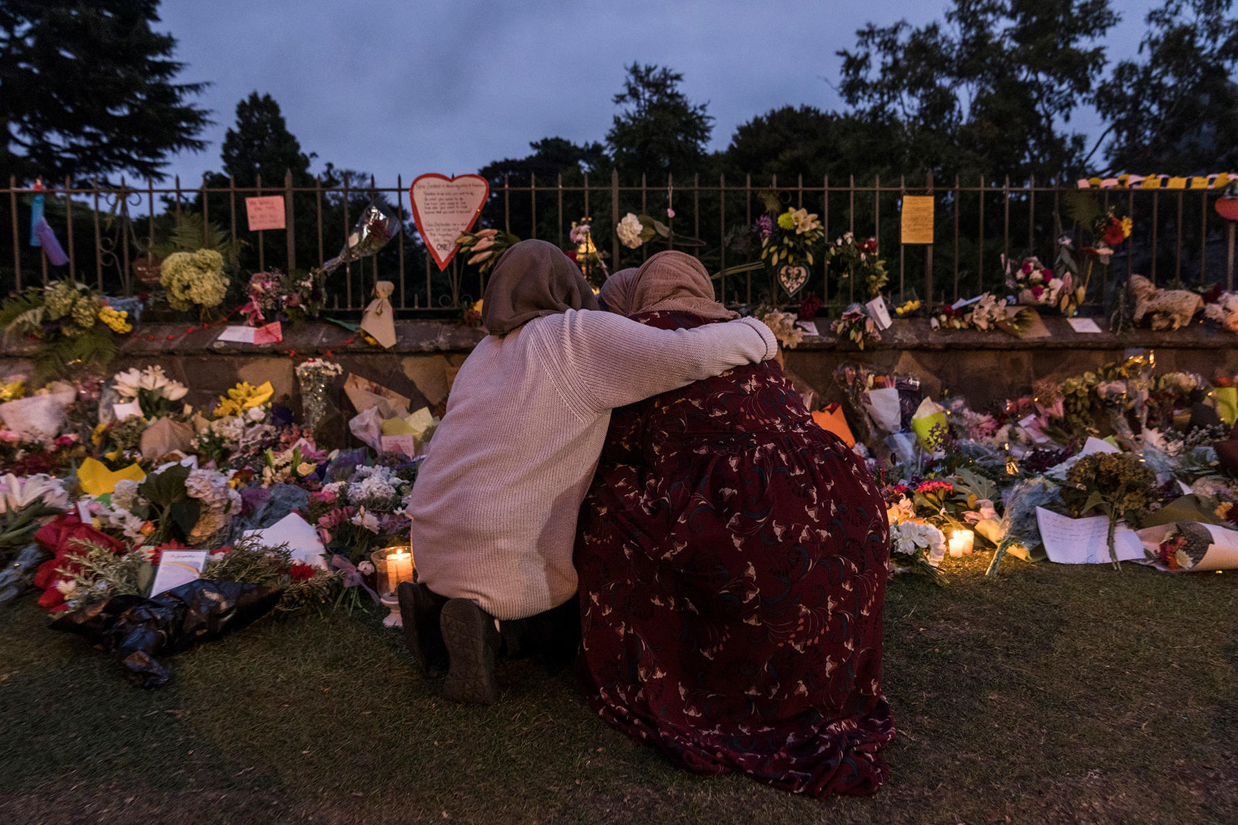Mourners comfort each other at a makeshift memorial near Al Noor mosque in Christchurch, New Zealand, March 17, 2019.  (Adam Dean/The New York Times)