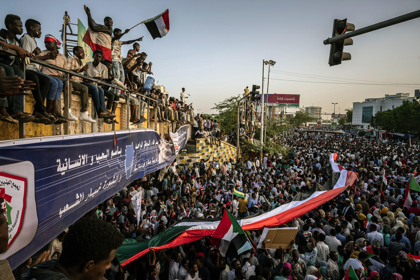 An anti-government protest rally outside military headquarters in Khartoum, Sudan, on April 22, 2019. Months of protests brought an end to the three-decade rule of Omar al-Bashir. (Bryan Denton/The New York Times)