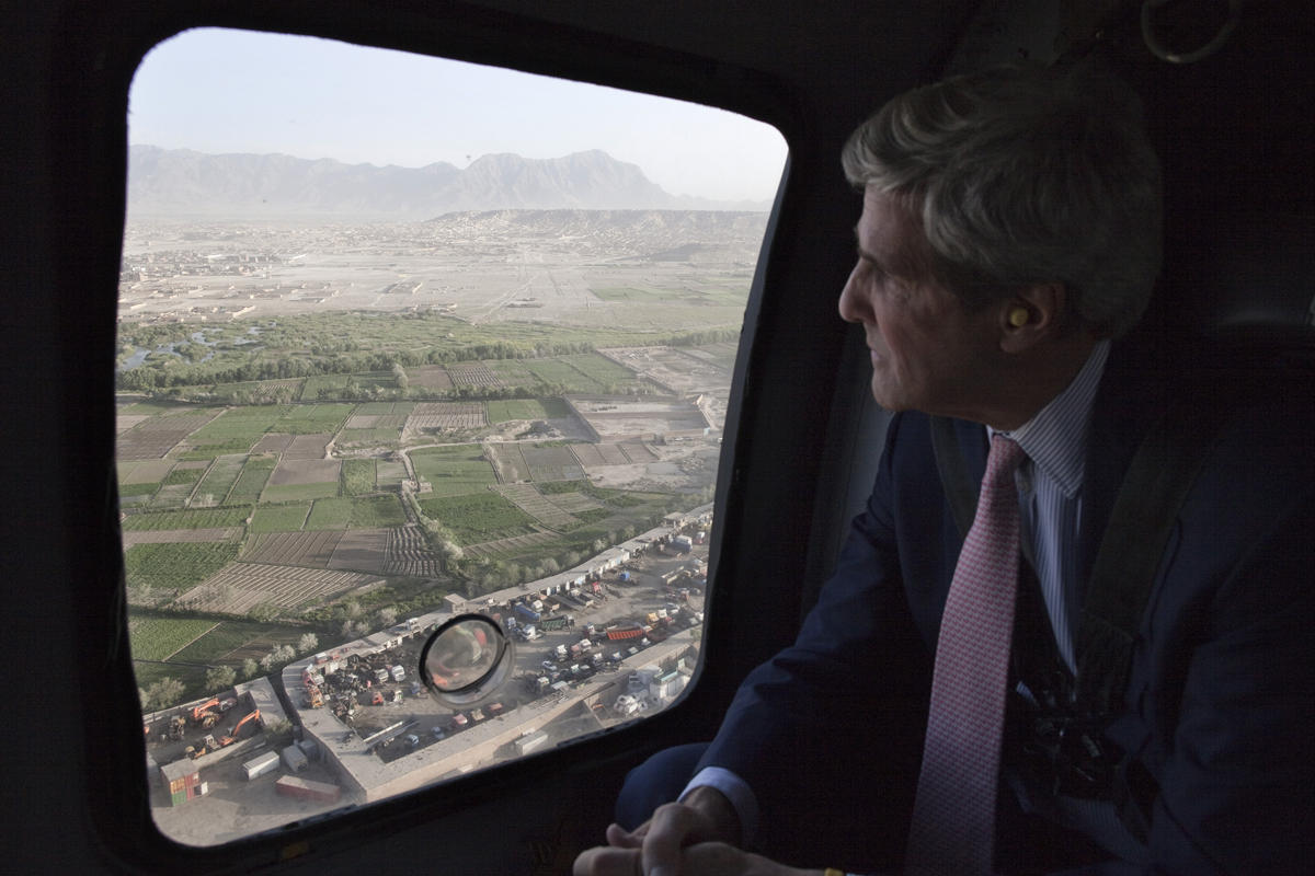 USIP's Kabul Office Holds Roundtable with Sen. Kerry on Elections, Security