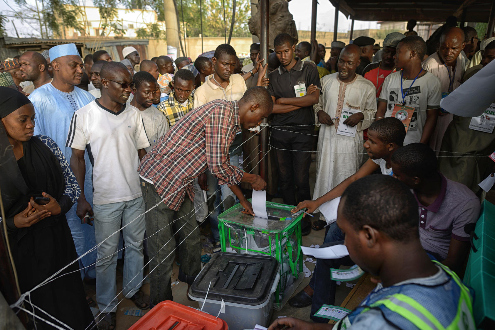 A man casts his ballot at a polling station in Kano, Nigeria, March 28, 2015. Many Nigerians fear a clash along religious, ethnic, and sectional lines regardless of the result of the presidential race between incumbent Goodluck Jonathan, a Christian from the south, and Muhammadu Buhari, a former military ruler and Muslim northerner.