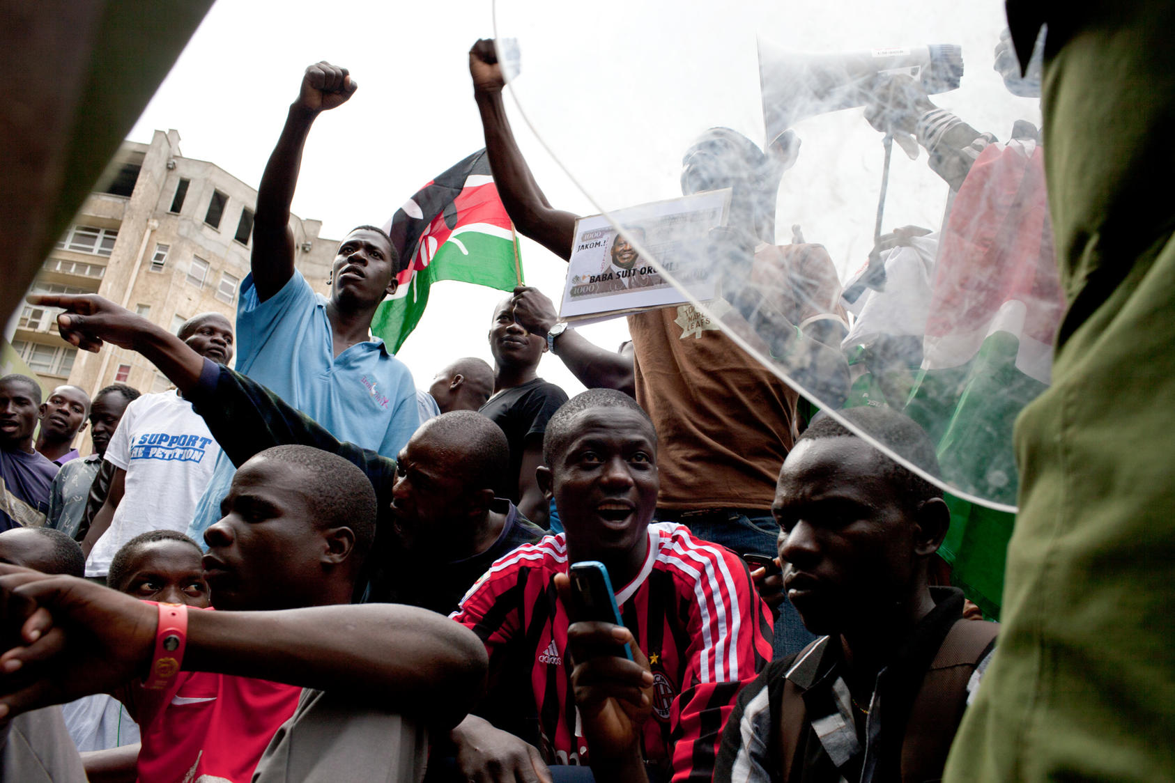 Supporters of Raila Odinga, Kenya's prime minister and presidential candidate, stage a protest outside the Supreme Court in Nairobi, March 30, 2013. The court on Saturday unanimously upheld the election victory of Uhuru Kenyatta as the country's president, dismissing allegations that the election had been rigged.