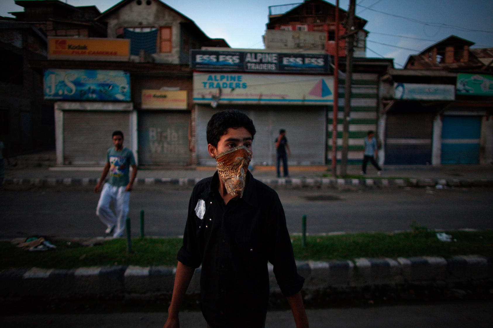 Kashmiri youth throw stones at security forces