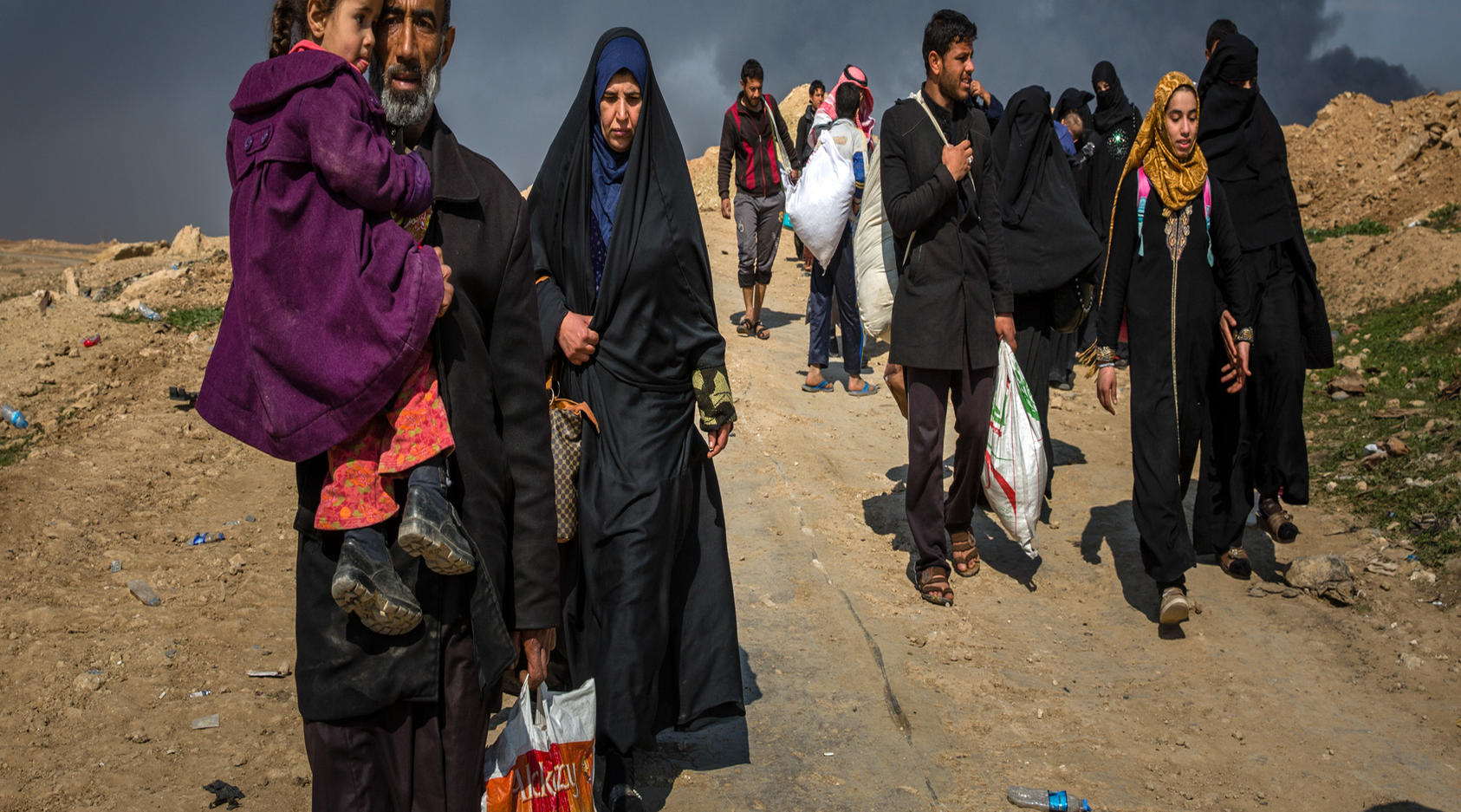 Civilians flee clashes between Iraqi forces and Islamic State fighters in western Mosul, Iraq, March 7, 2017. Car bombs snipers, mortar fire and coalition airstrikes have all taken a heavy toll on civilians during the offensive to oust the Islamic State group from Mosul.