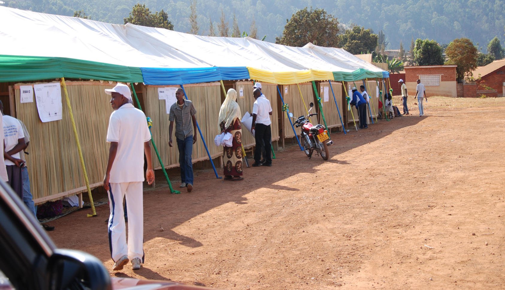 A makeshift polling station for Rwanda's presidential elections in the capital Kigali. 2010