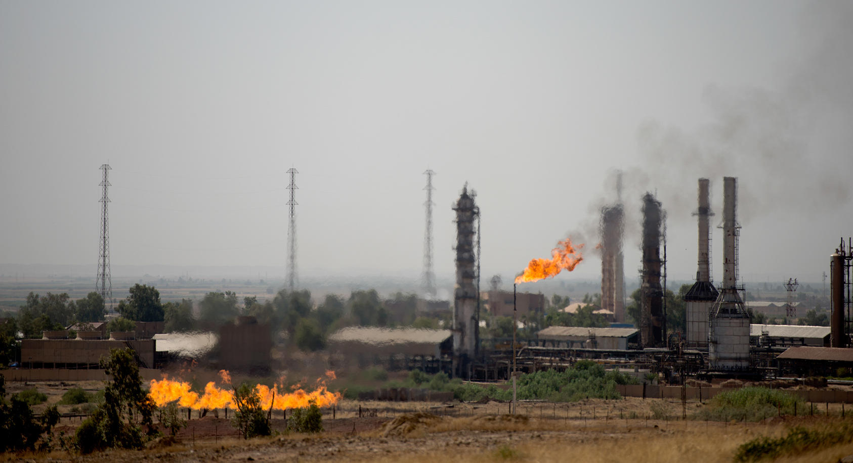 An oil field in the Kirkuk region of Iraq, which supplies much of the wealth for the autonomous region of Kurdistan, Sept. 8, 2014. In a far-reaching deal with the potential to unite Iraq in the face of a Sunni insurgency, the government of Prime Minister Haider al-Abadi agreed on Dec. 2 to a long-term pact with the Kurds over how to divide the country's oil wealth and cooperate on fighting Islamic State extremists. (Andrea Bruce/The New York Times)