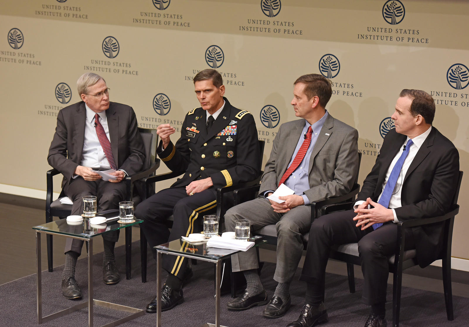 USIP board chair and former U.S. National Security Advisor Stephen Hadley, left, questions top U.S. officials from U.S. Central Command, USAID, and the State Department, about strategy for stabilizing Iraq and Syria.
