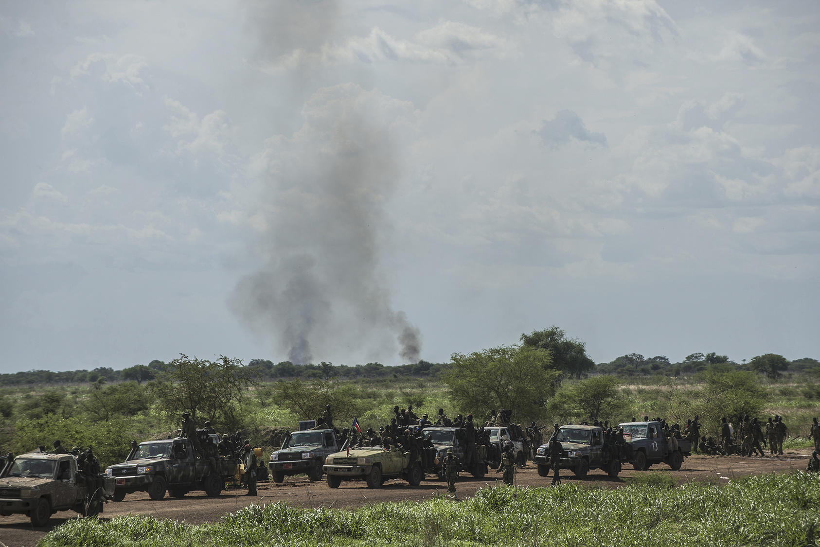 Government soldiers of the Sudanese Peoples Liberation Army advance on the town of Bentiu in South Sudan, May 4, 2014. Government forces went on the offensive to take back the oil hub of Bentiu from rebels loyal to Riek Machar. (Lynsey Addario/The New York Times)