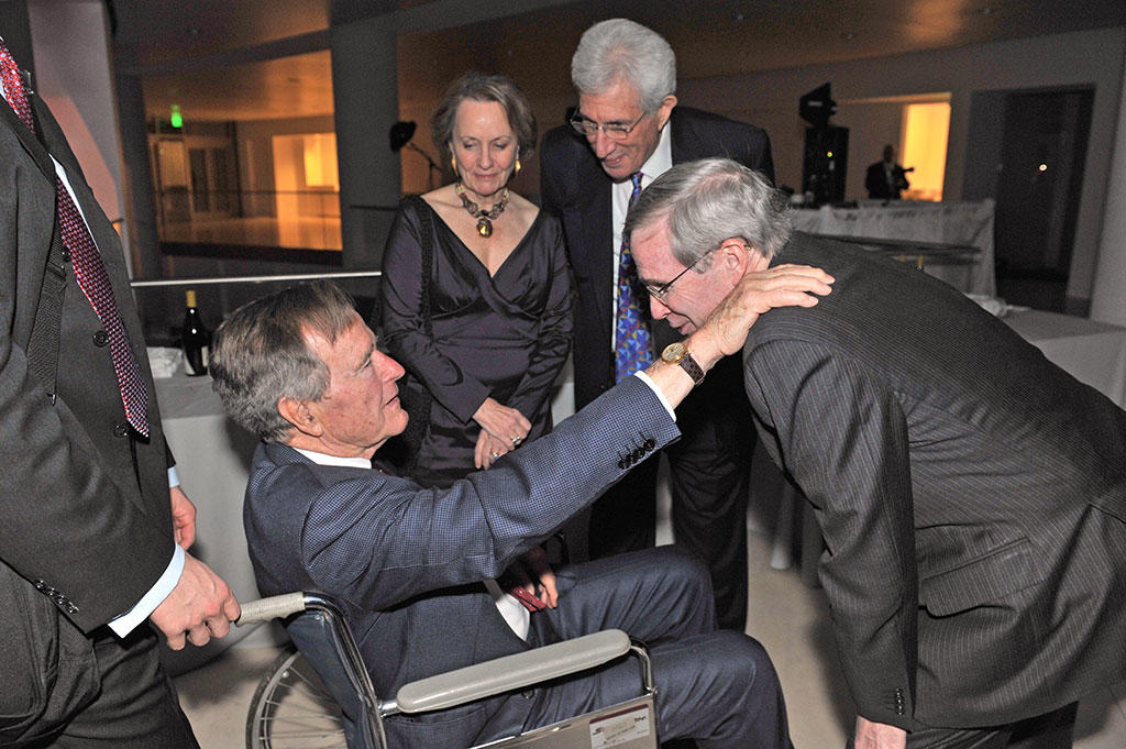 Stephen J. Hadley, USIP board chair, welcoming President Bush at the Points of Light Institute dinner at USIP headquarters, March 2011.