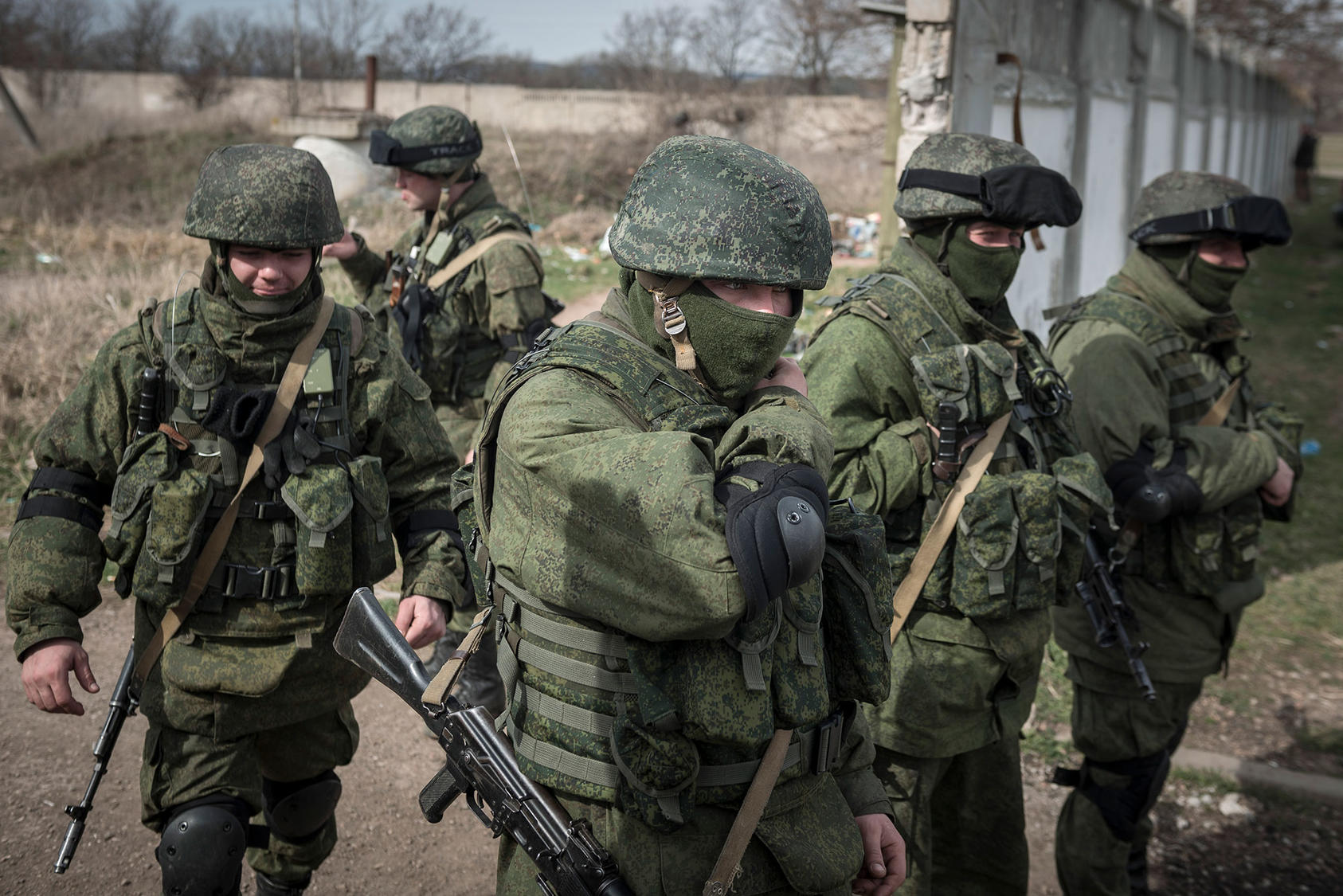 Unidentified soldiers in Crimea, March 6, 2014. Russia reclaimed the territory from Ukraine, and Russian President Vladimir Putin later admitted that the troops were Russian special forces. (Sergey Ponomarev/The New York Times)