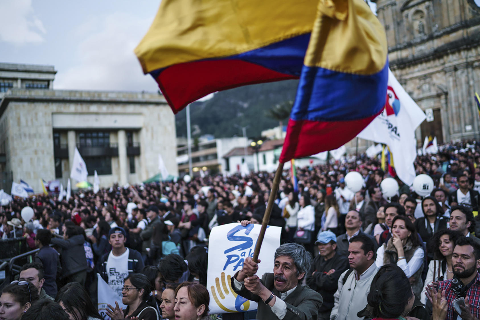 A celebration in Bolivar Square of the signing of a peace agreement between the Colombian government and the Revolutionary Armed Forces of Colombia, or FARC, in Bogota, Sept. 26, 2016. (Federico Rios Escobar/The New York Times)