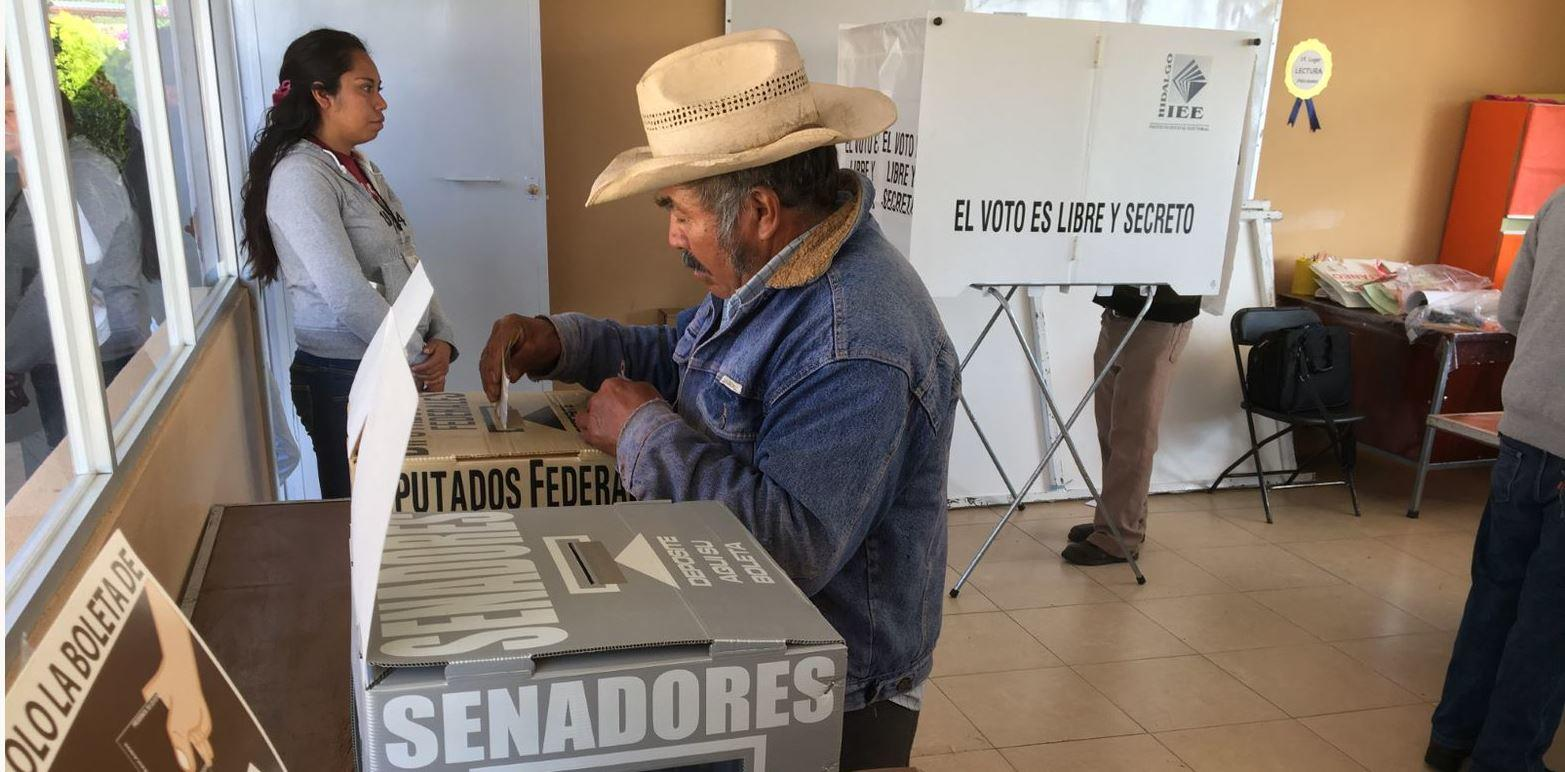 A man votes in an election in Colombia. Photo: Tonis Montes, USIP