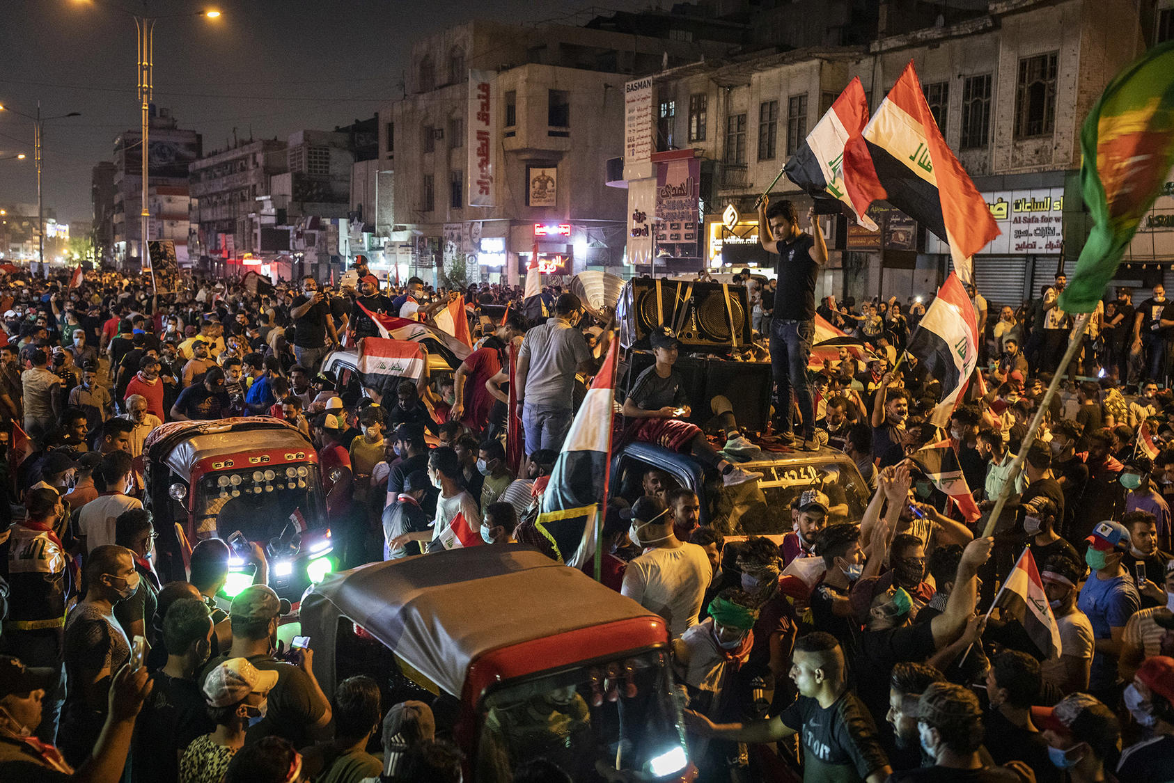 Iraqi protesters, mostly young men, fill streets around Baghdad's Tahrir Square in late October. They demand effectively 'a new social contract' among Iraqis, USIP's Elie Abouaoun says. (Ivor Prickett/The New York Times)