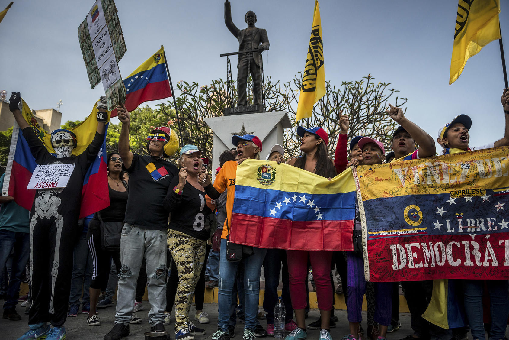 Demonstrators marching against the authoritarian rule of President Nicolás Maduro in Caracas, Venezuela, Feb. 2, 2019. ((Meridith Kohut/The New York Times)