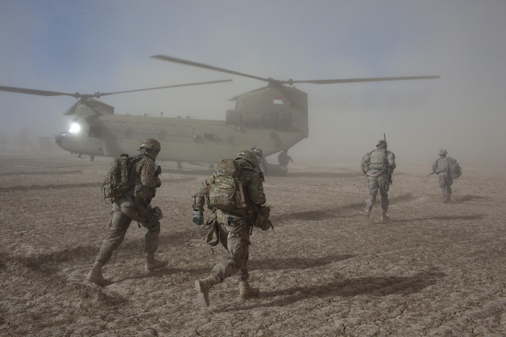 American soldiers with the 101st Airborne Division during a morning helicopter raid in the village of Alam Khel, Afghanistan, Jan. 23, 2011. (Tyler Hicks/The New York Times)