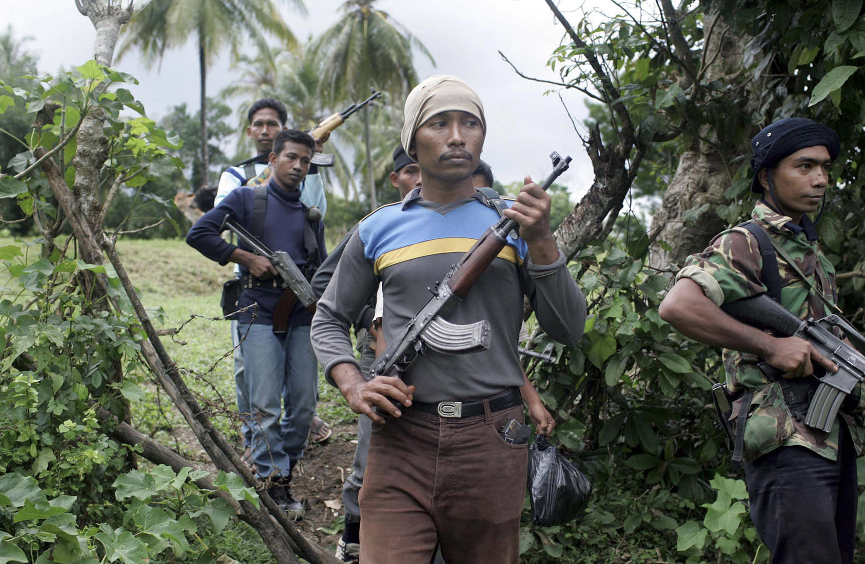 Separatist fighters in Aceh patrolled shortly before their leaders signed a 2005 peace accord with Indonesia's government. The accord built was built on the two sides' cooperation in response to the 2004 Indian Ocean tsunami. (Tyler Hicks/New York Times)