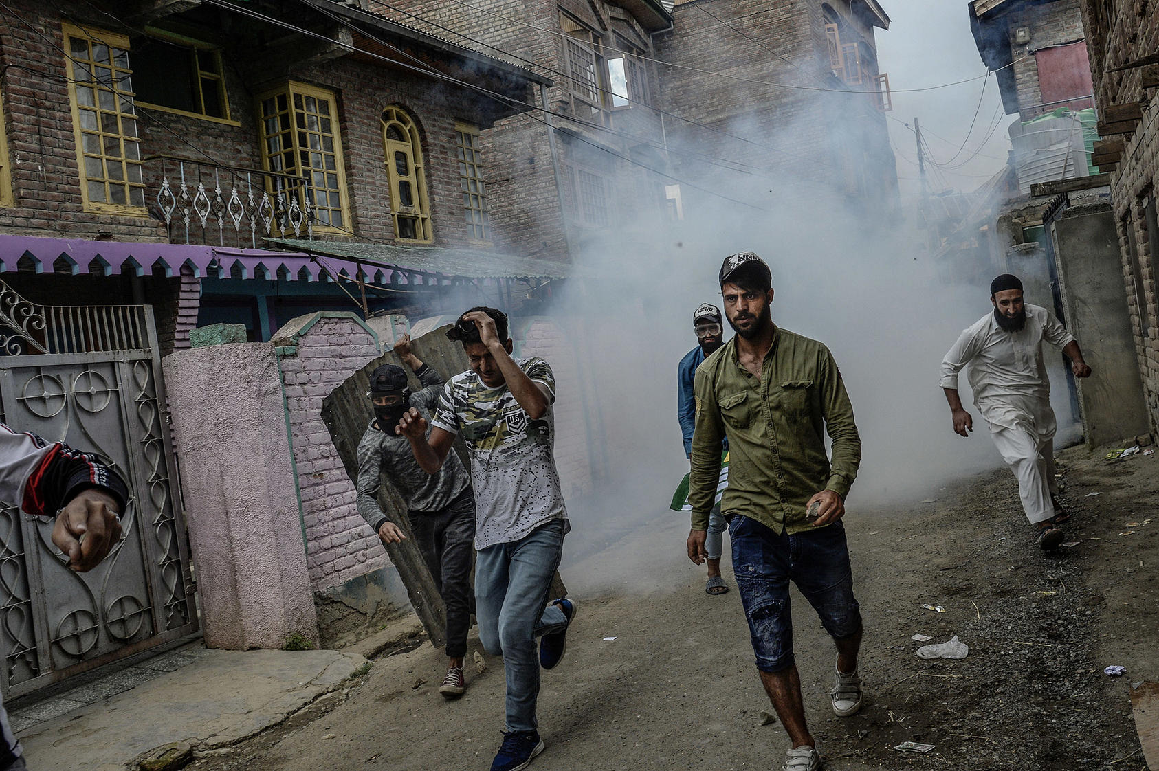 A violent protest on the outskirts of Srinagar, in Jammu and Kashmir, on August 16, 2019, after India stripped the Kashmir region of its autonomy. (Atul Loke/New York Times)