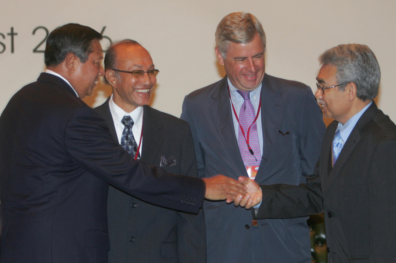 Indonesian president Susilo Bambang Yudhoyono (left) greets former Aceh rebel leaders with the head of Aceh Monitoring Mission, Pieter Feith (second from right), during an August 14, 2006 conference. (Dita Alangkara/AP)