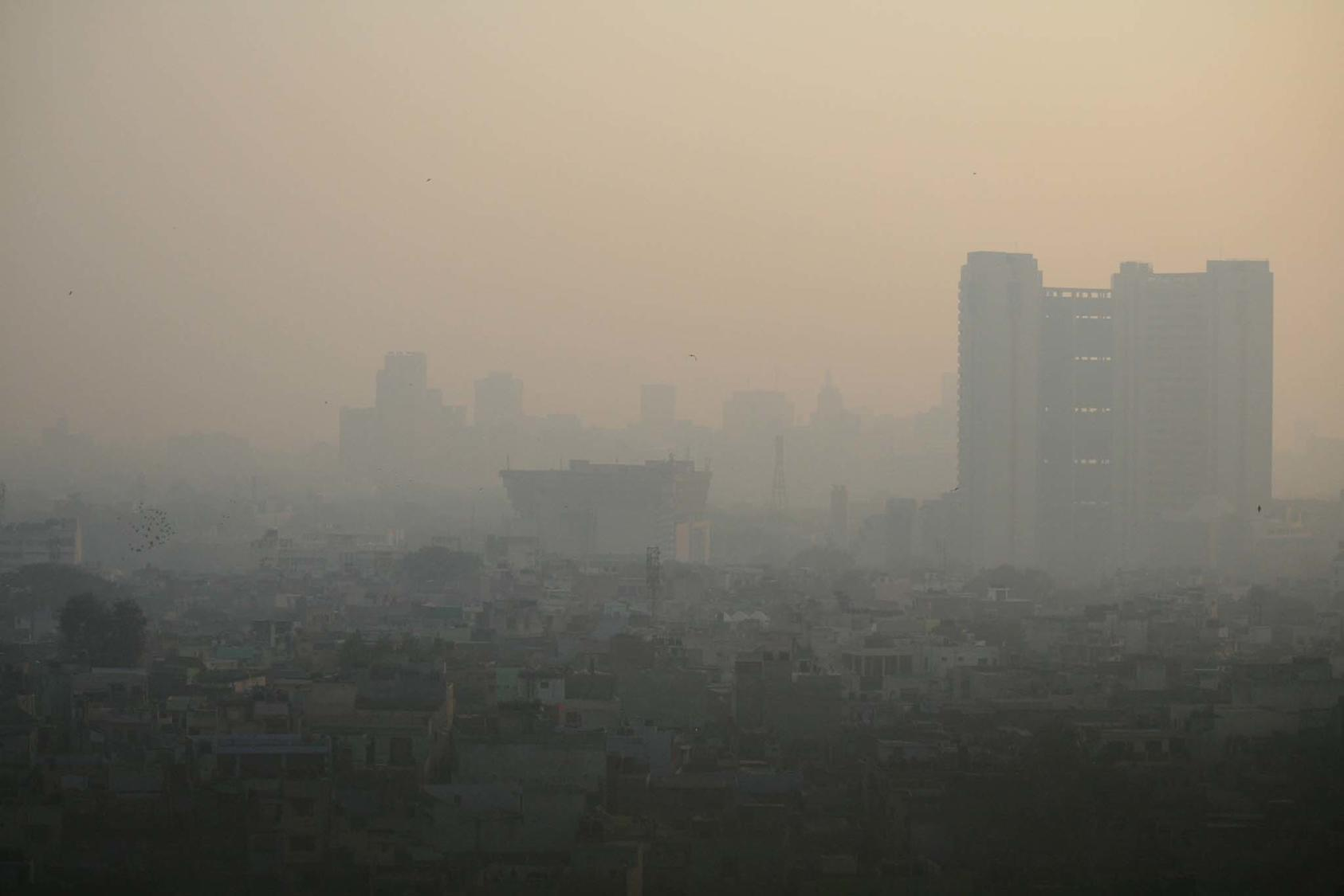 New Delhi's chronic smog has led the Indian capital to declare repeated medical emergencies. Even though 14 of the world's 15 most air-polluted cities are in India and Pakistan, the countries do not cooperate on the crisis. (J.E.Poirrier/CC License 2.0)