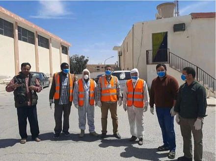 In Nalut, members of the USIP-backed peace effort joined volunteers in a city cleanup to curb the spread of COVID. (Moomken)
