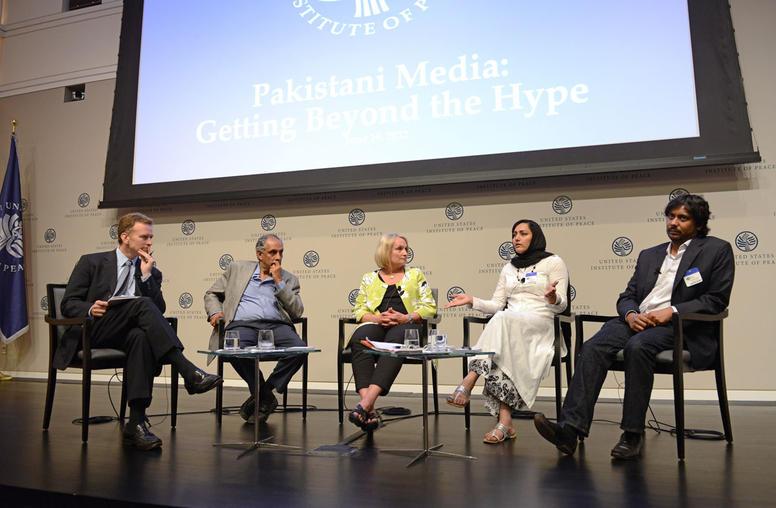 Pakistani Journalists, at USIP, Examine Role of Media