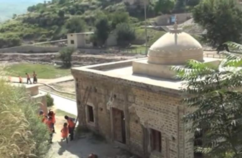 Hindu Temple Clean-Up Dispels 'Strange Legends' for Pakistan Youths