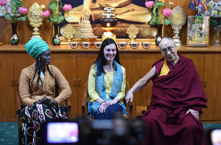 Dalai Lama Mentors Youth Leaders from Countries Facing Violence