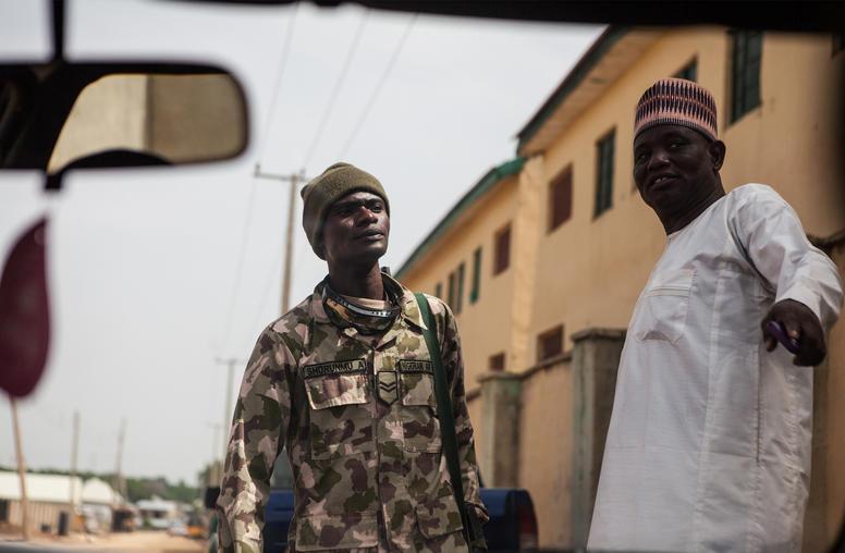 Nigerias militar kan upplosa partier