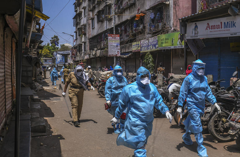 Health workers entering the Dharavi slum to conduct contact tracing and quarantining people who came into contact with a coronavirus patient in Mumbai, April 28, 2020. (Atul Loke/The New York Times)